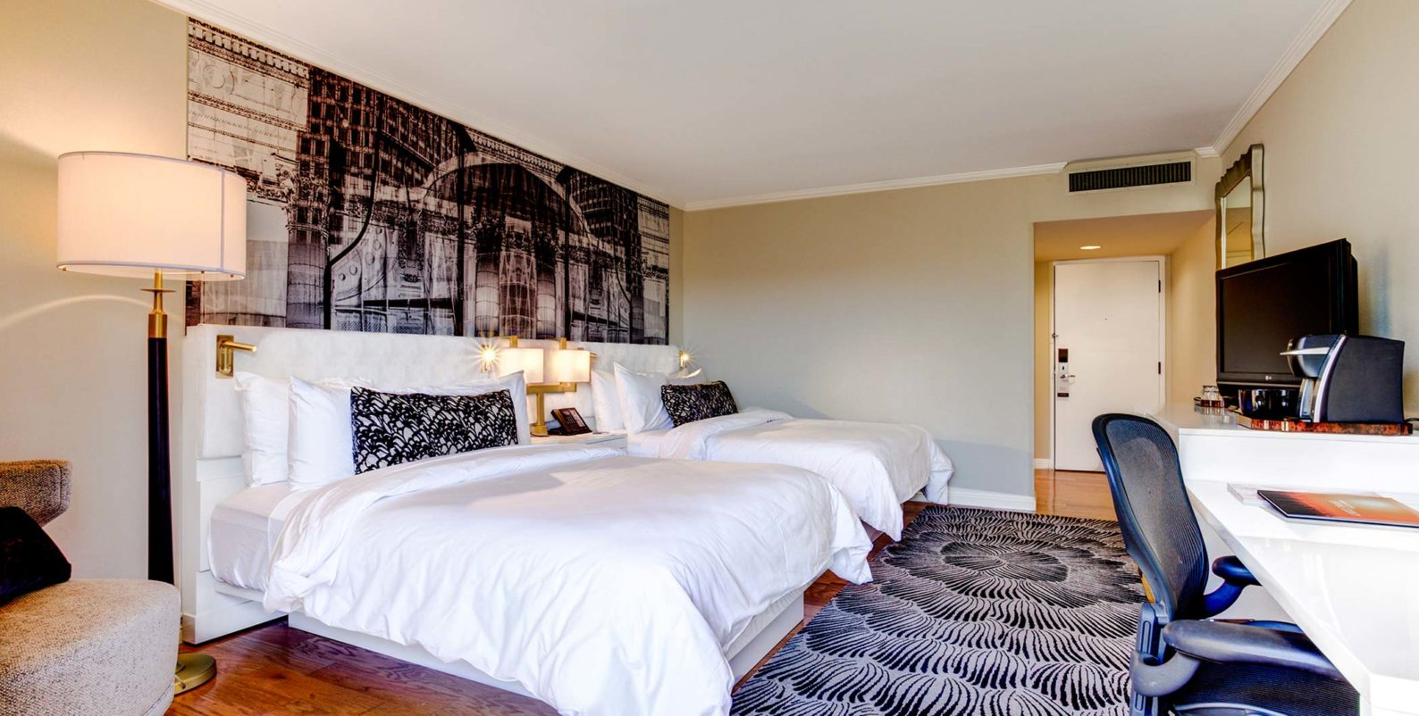 Queen Room at Avenue of the Arts Costa Mesa