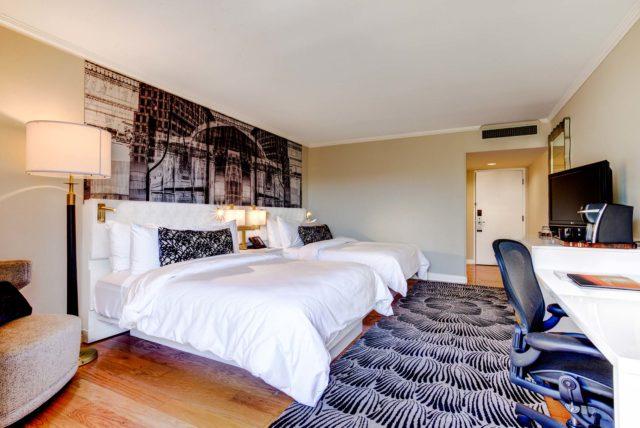 Avenue-of-the-Arts-Costa-Mesa-Hotel-Queen-Guestroom