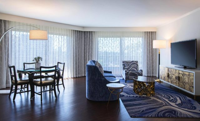 Avenue-of-the-Arts-Costa-Mesa-Tribute-Hotel-Executive-Suite-Livingroom