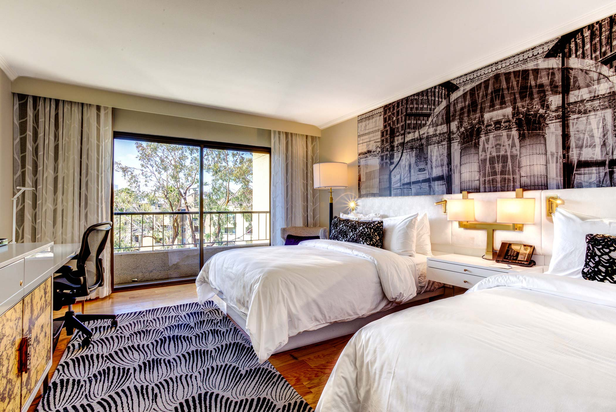 Traditional Queen Room at Avenue of the Arts Costa Mesa
