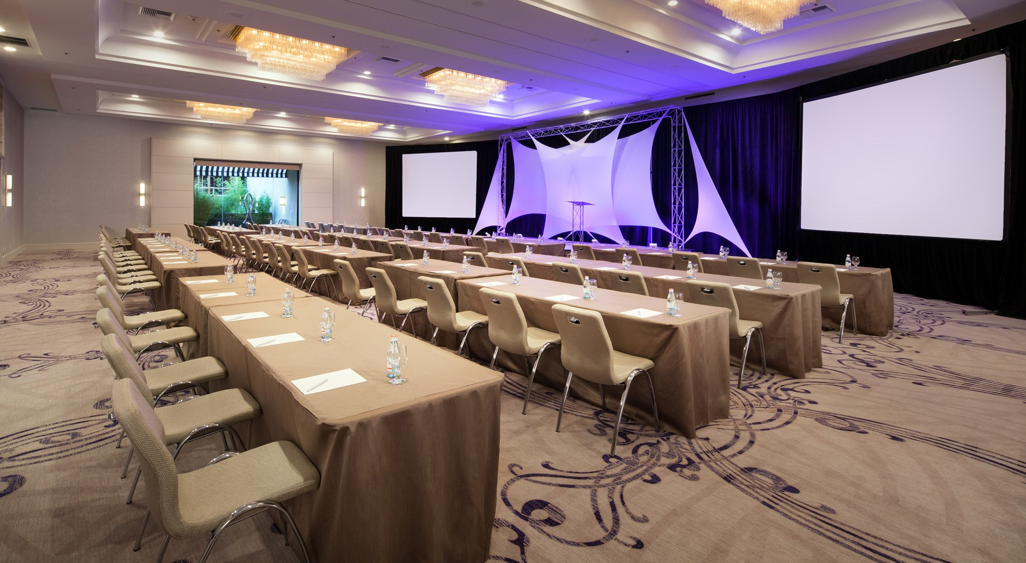 trp4399mf-209957-Ballroom-Meeting
