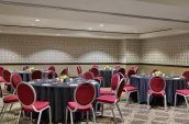 group of banquet style seating for high end meetings in portland