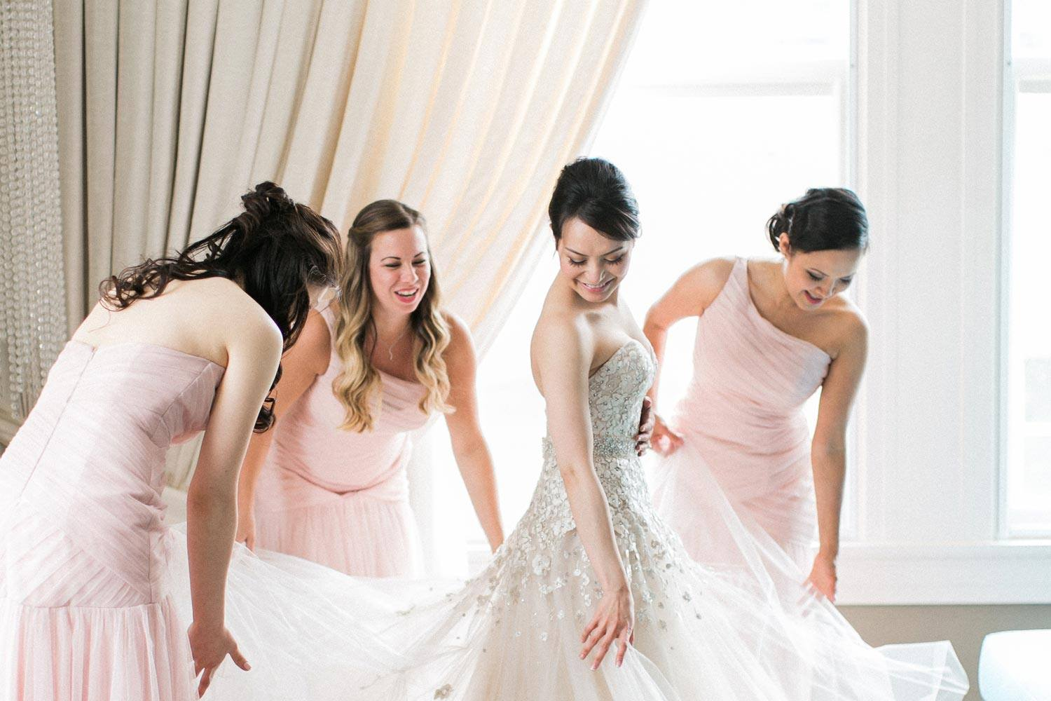 bridal party getting wedding ready