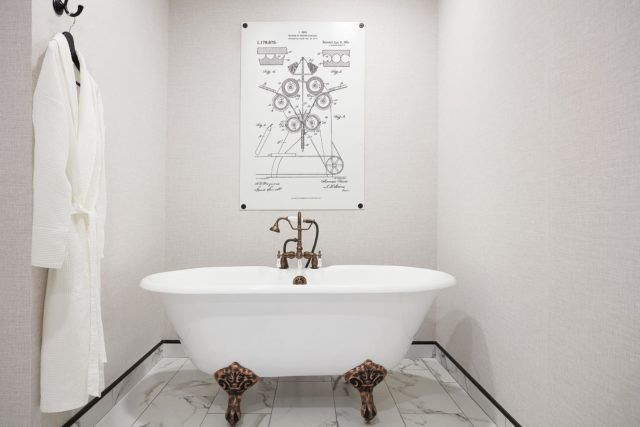 ALBTX_LuxurySuiteBathroom