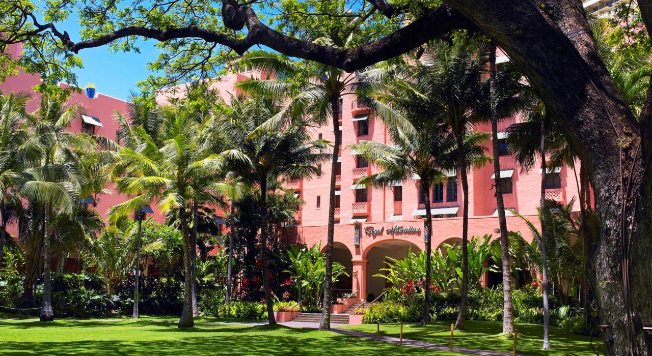 lux376ag-135701-royal-hawaiian-hotel-meetings-Coconut-Grove-Med-2