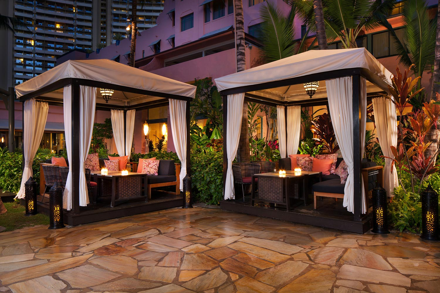 lux376cl-210647-royal-hawaiian-hotel-dining-private-Cabanas-Med-2