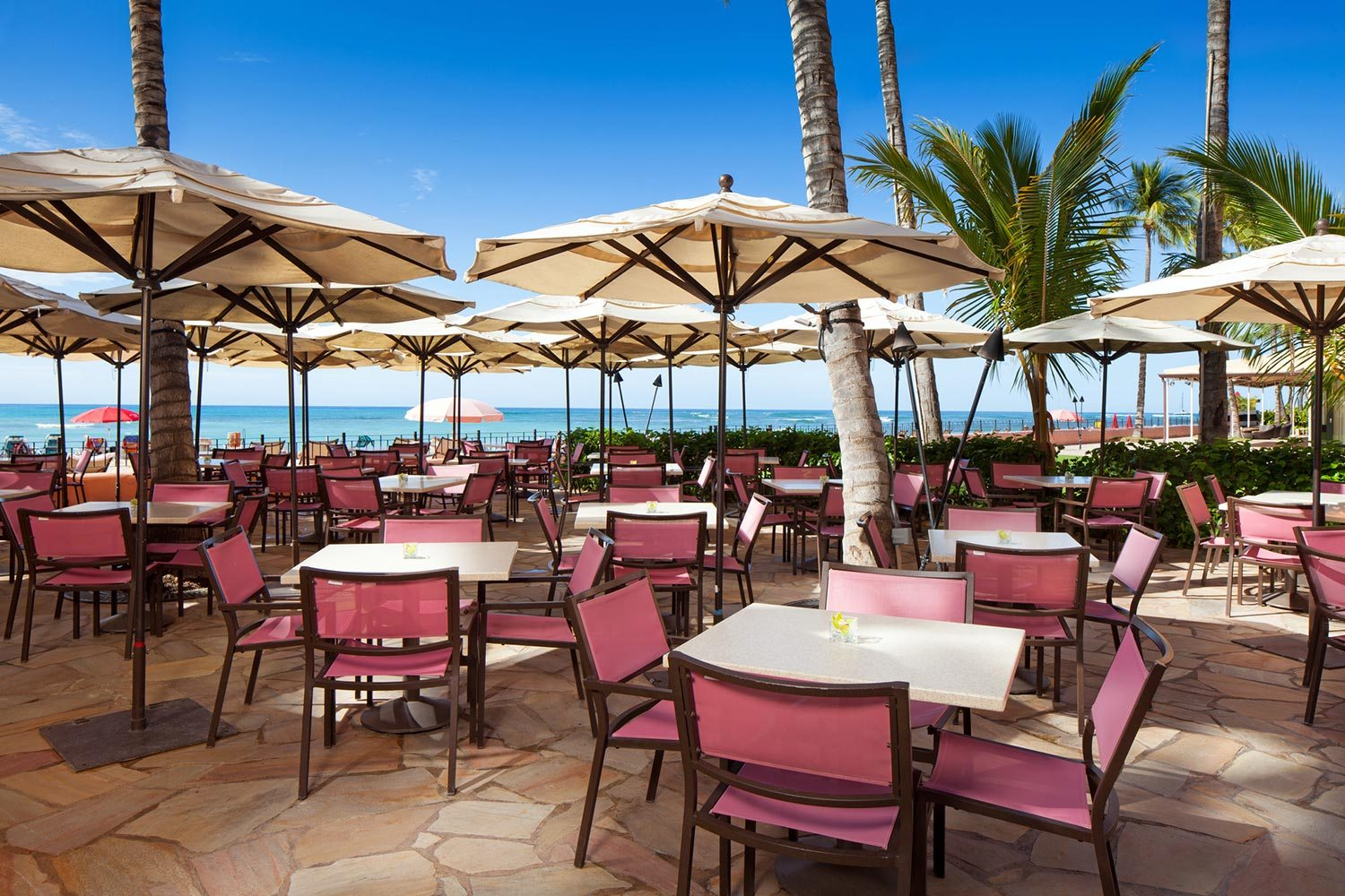 lux376cl-210653-royal-hawaiian-hotel-dining-Mai-Tai-Bar-Med