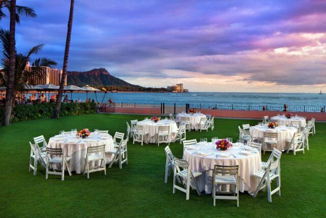 lux376cl-210654-royal-hawaiian-hotel-meetings-Ocean-Lawn-Med