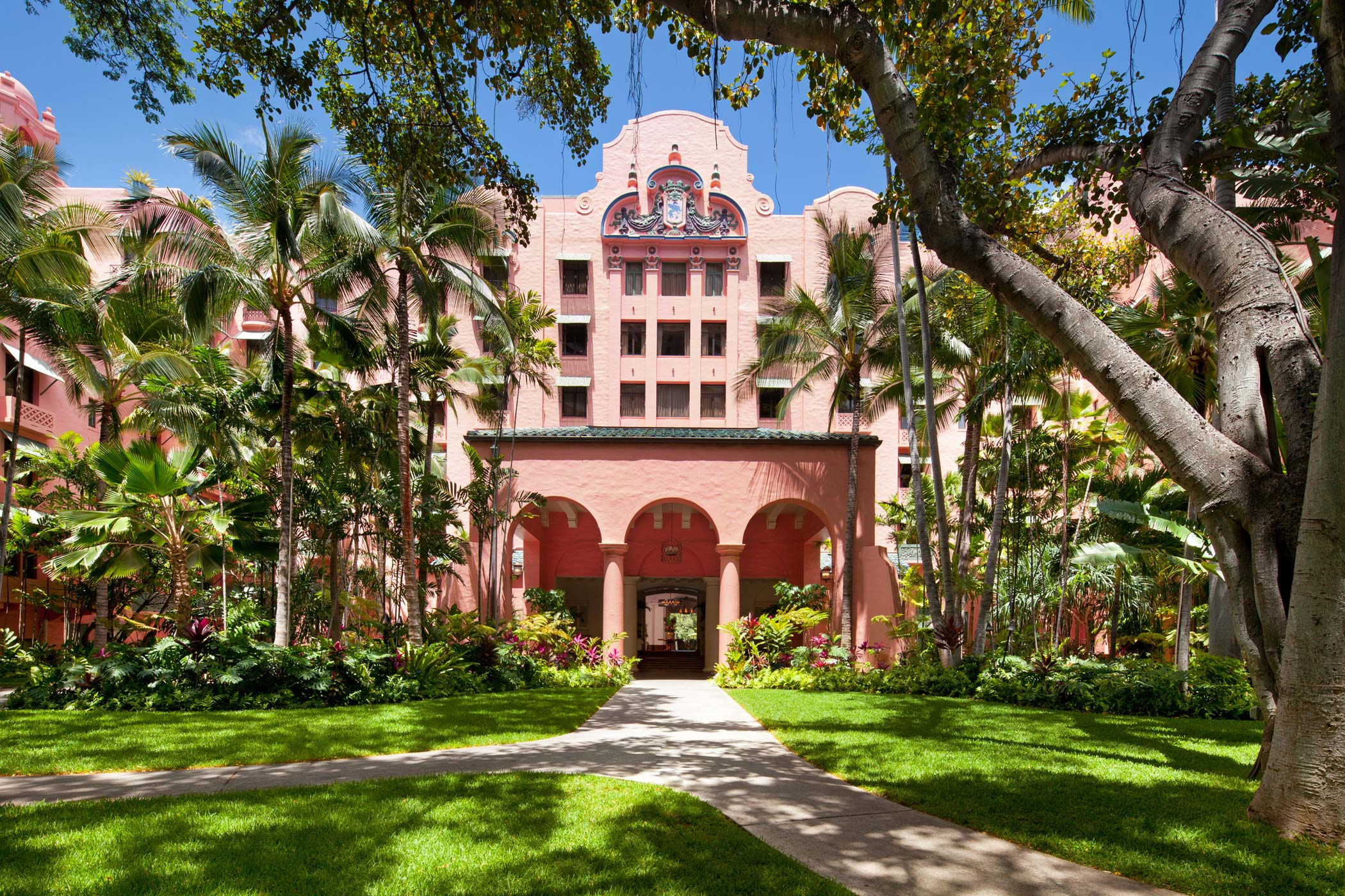 lux376ex-153435-royal-hawaiian-hotel-Porte-Cochere-Med-2