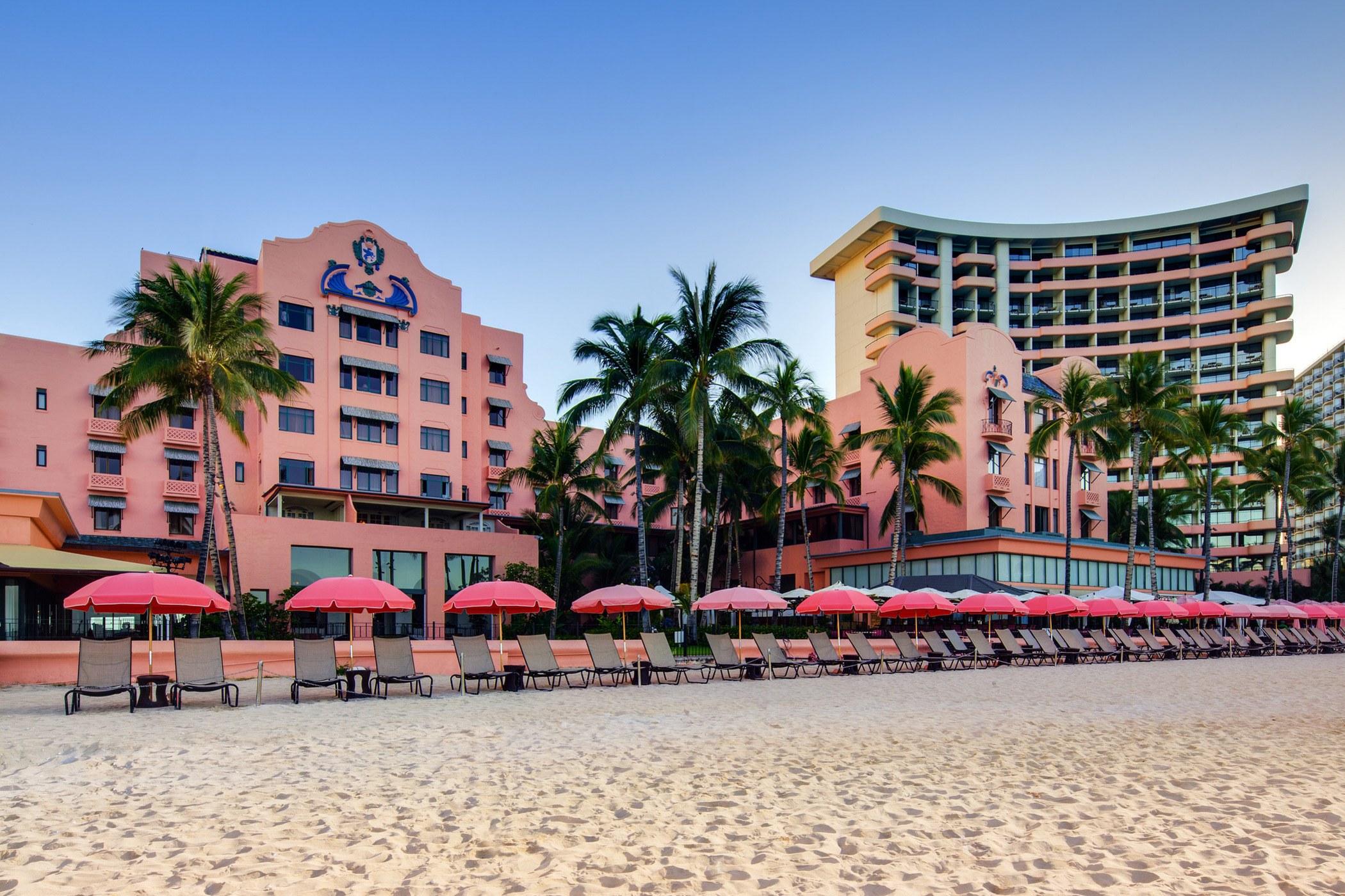 lux376ex-167911-Beachfront-Exterior-Med
