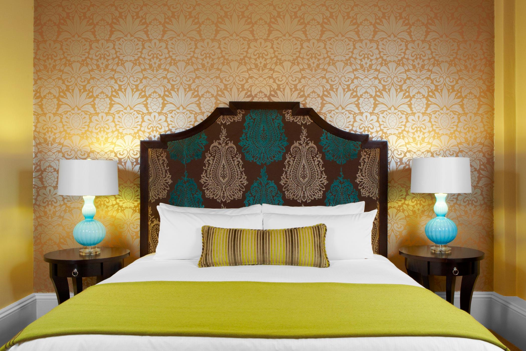 lux376gr-113158-Royal-Hawaiian-hotel-suite-bedroom-Med