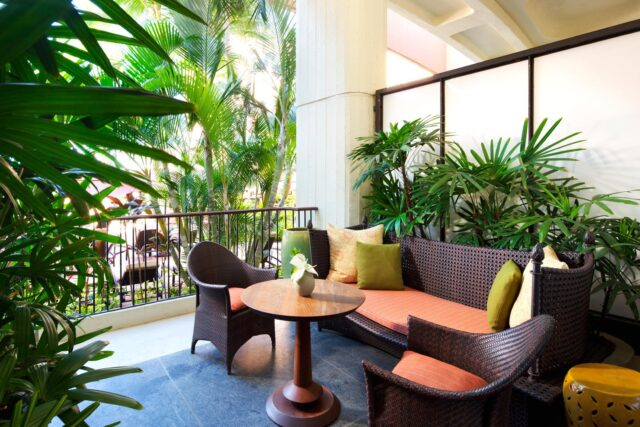 lux376gr-135715-royal-hawaiian-hotel-rooms-Mailani-Tower-Loft-Suite-Med