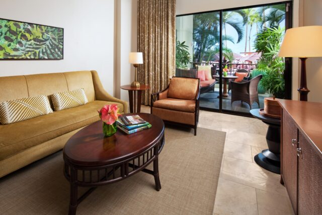 lux376gr-153437-royal-hawaiian-hotel-rooms-Mailani-Tower-Loft-Suite-Med