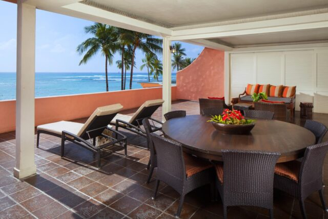 lux376gr-207803-royal-hawaiian-hotel-rooms-king-Kamehameha-Suite-Lanai-Med