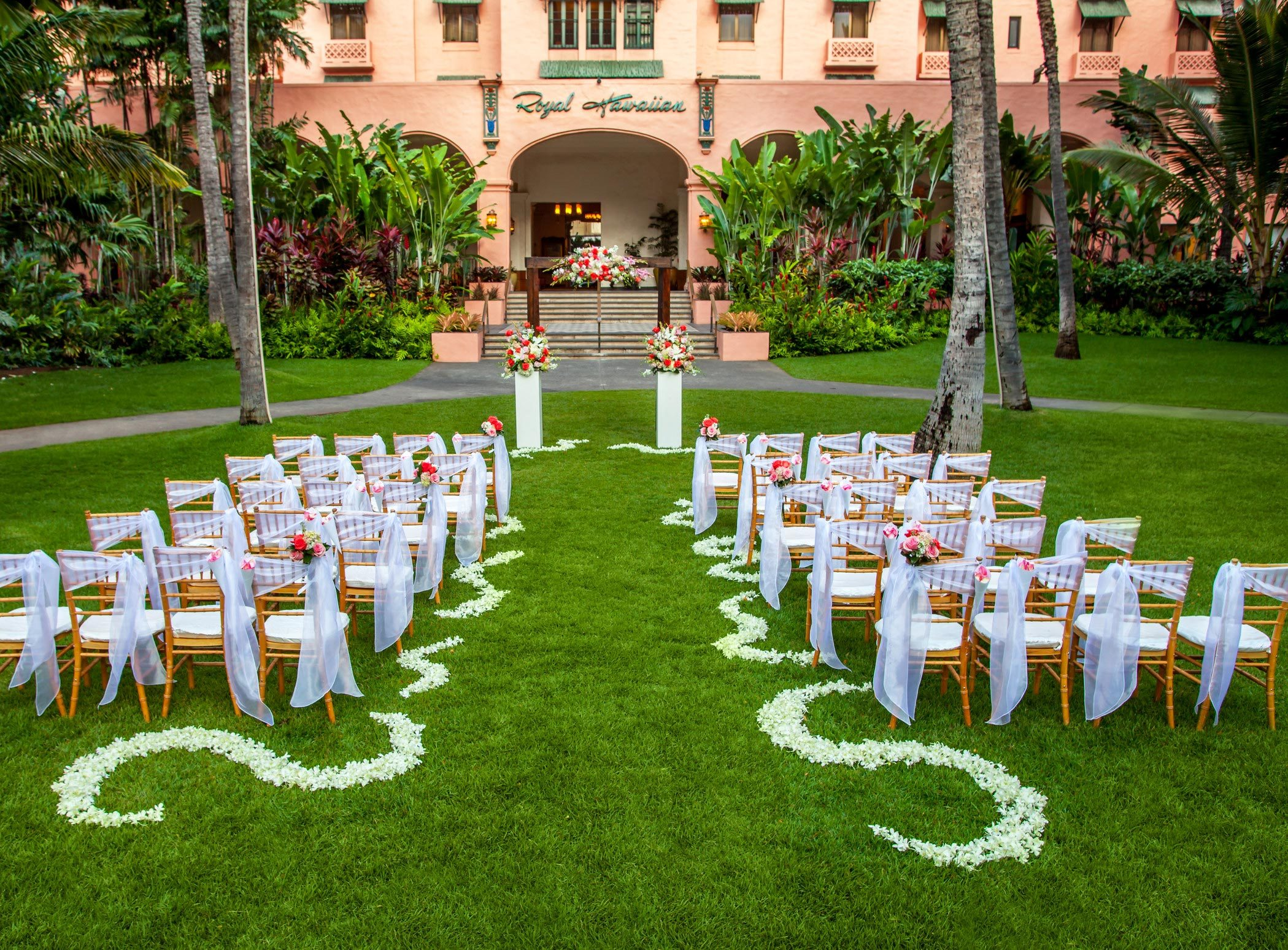 Lux376ls 156147 Royal Hawaiian Hotel Meetings Wedding Coconut