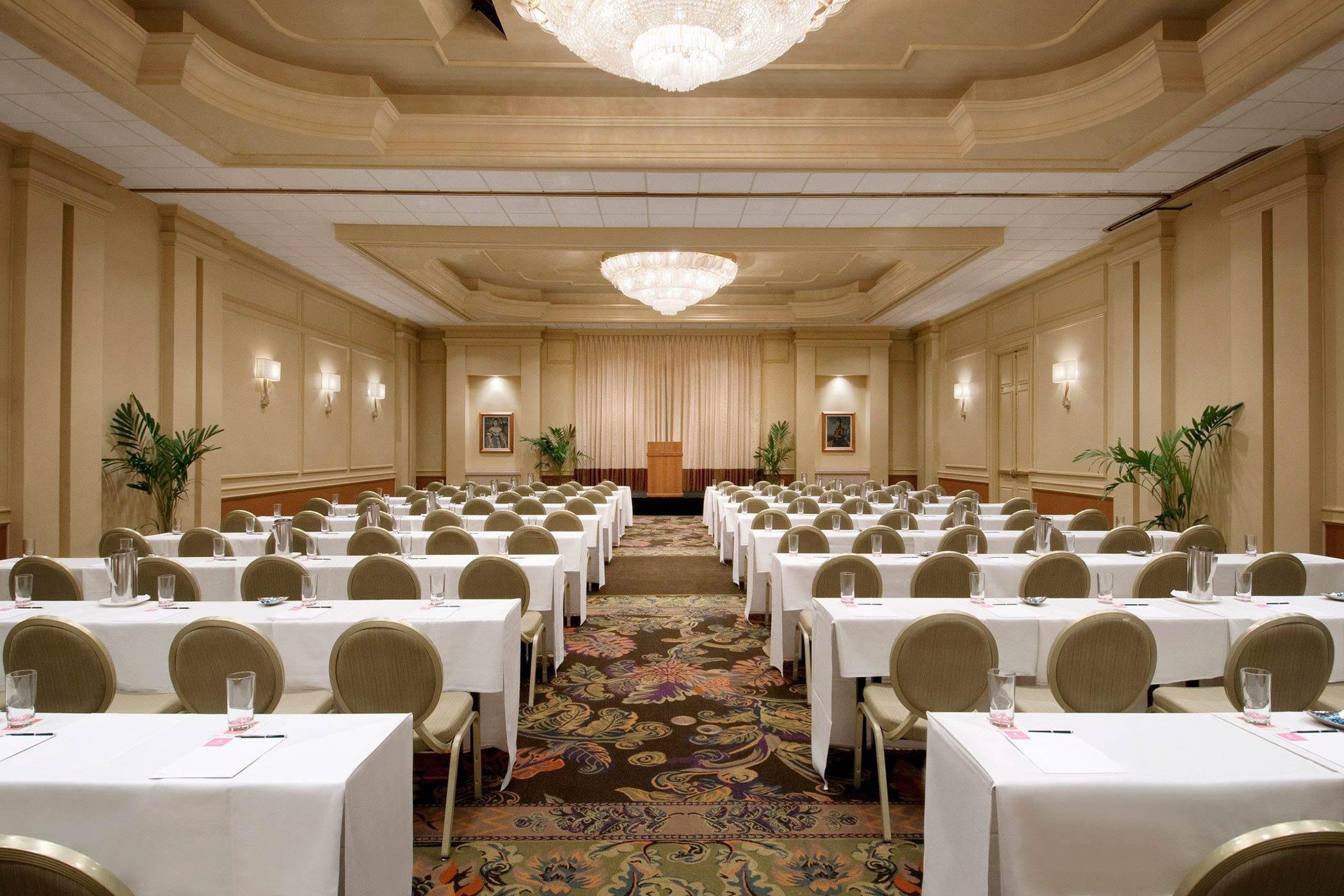 lux376mf-132152-royal-hawaiian-hotel-meetings-Regency-Room-Med-2