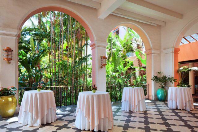 lux376mf-191809-royal-hawaiian-hotel-meetings-Coconut-Lanai-Med