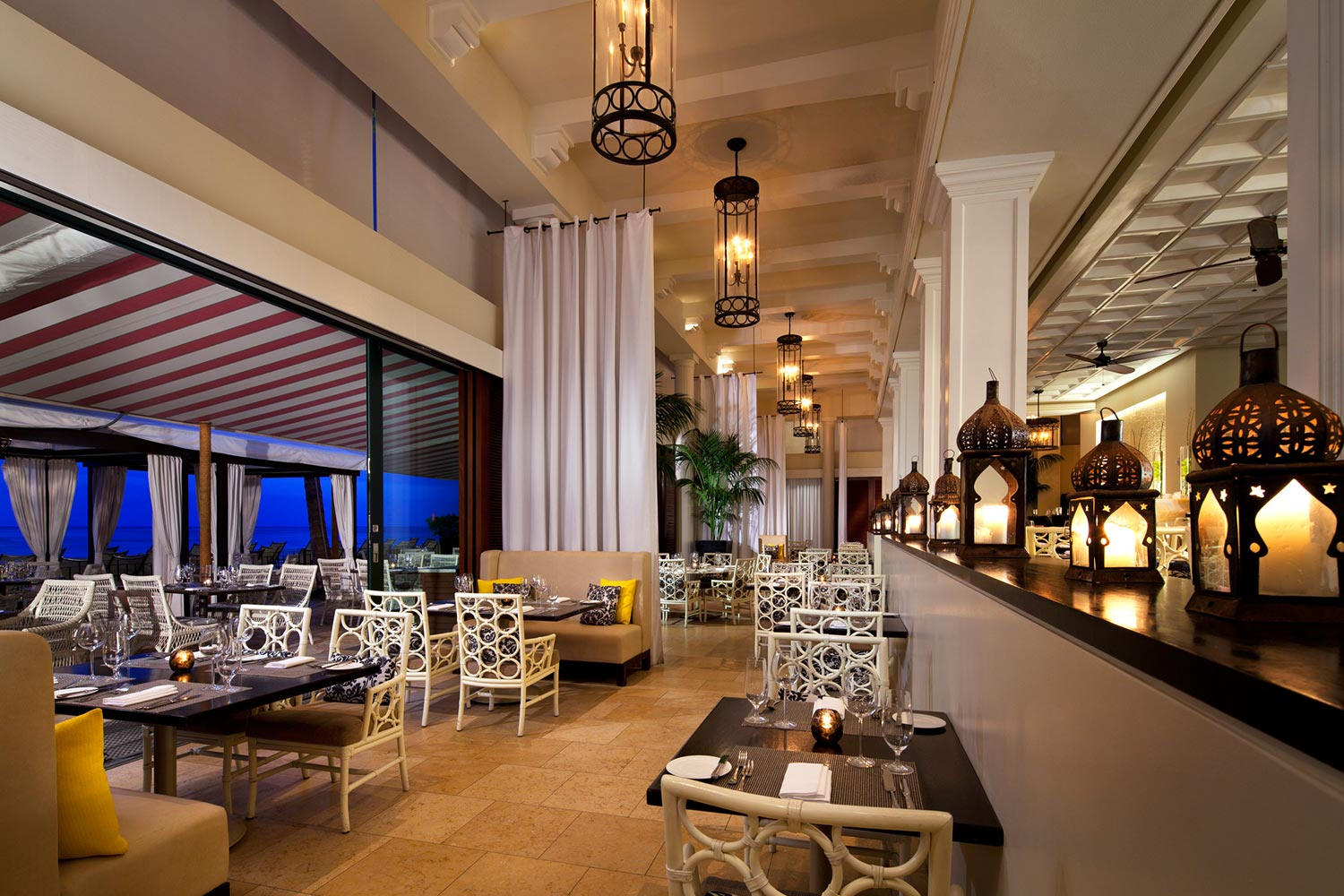 lux376re-124822-royal-hawaiian-hotel-dining-Azure-Restaurant-Med