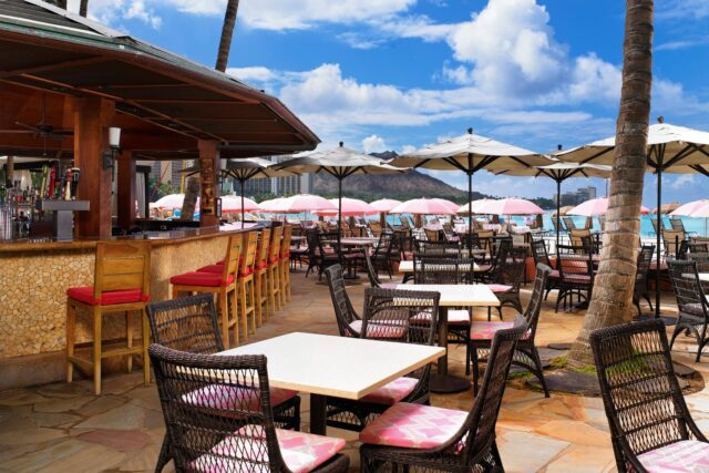 lux376re-124828-royal-hawaiian-hotel-dining-Mai-Tai-Bar-Med