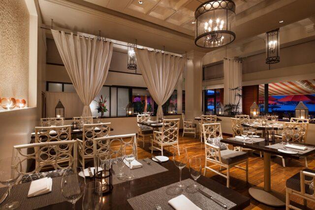 lux376re-210642-royal-hawaiian-hotel-dining-Azure-restaurant-bar-Med