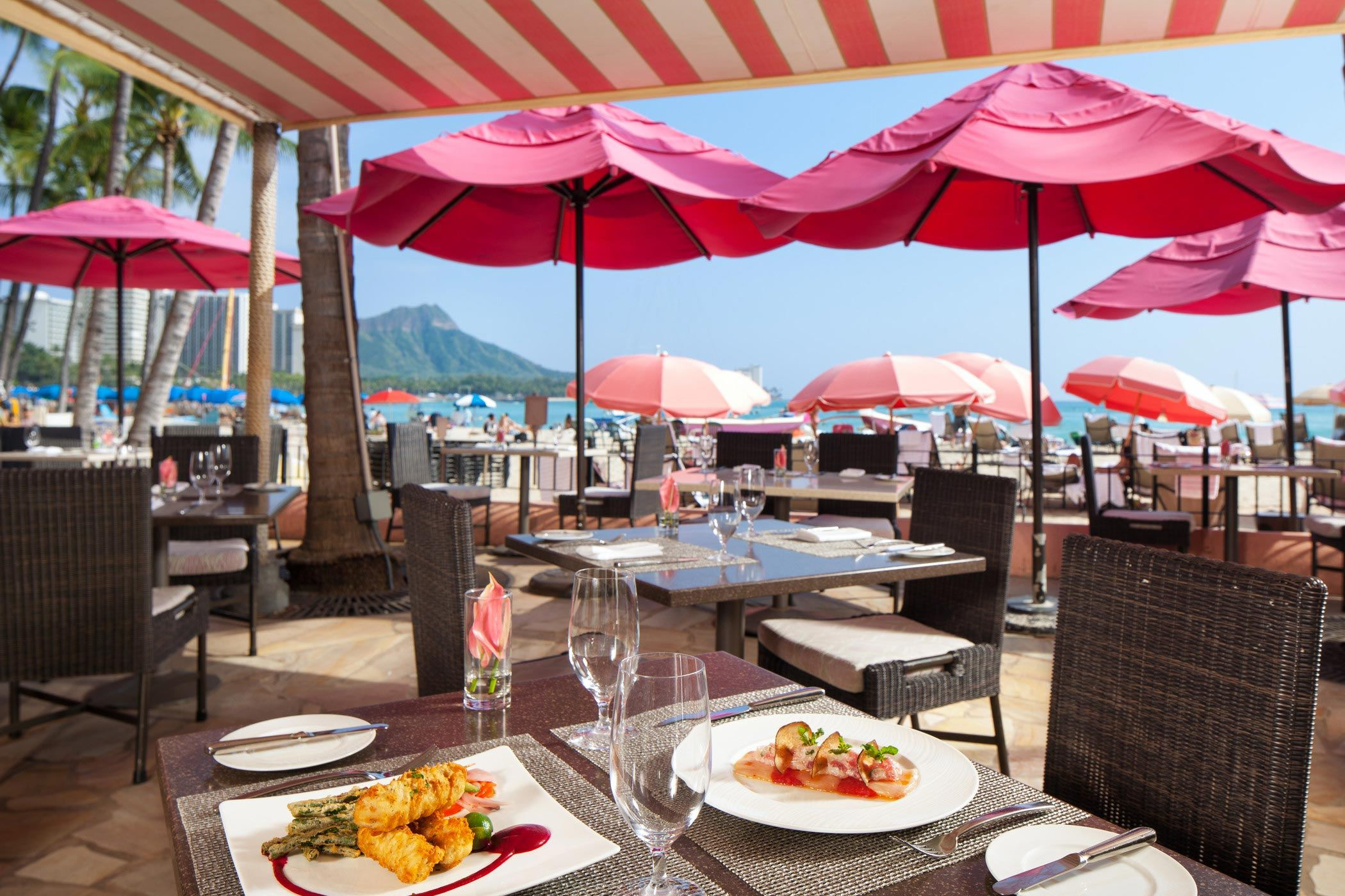 lux376re-210657-royal-hawaiian-hotel-dining-surf-lanai-med-3
