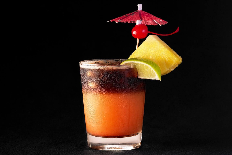 lux376rf-167907-royal-hawaiian-hotel-dining-Mai-Tai-bar-drink-Med