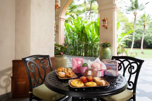 lux376rf-210644-royal-hawaiian-hotel-dining-bakery-Baked-Goods-Med