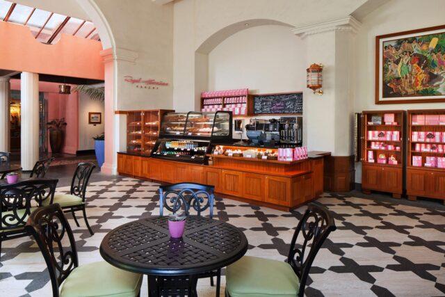 lux376rf-210645-Royal-Hawaiian-hotel-dining-Bakery-Med