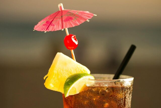 royal-hawaiian-hotel-dining-in-room-order-beverages-5