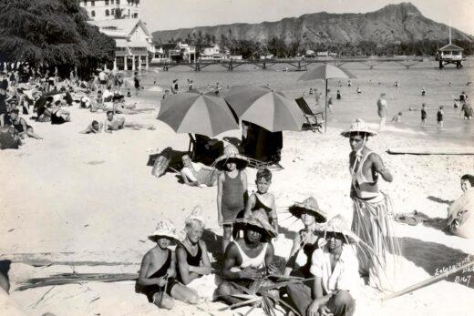 grayscale family photo near seashore