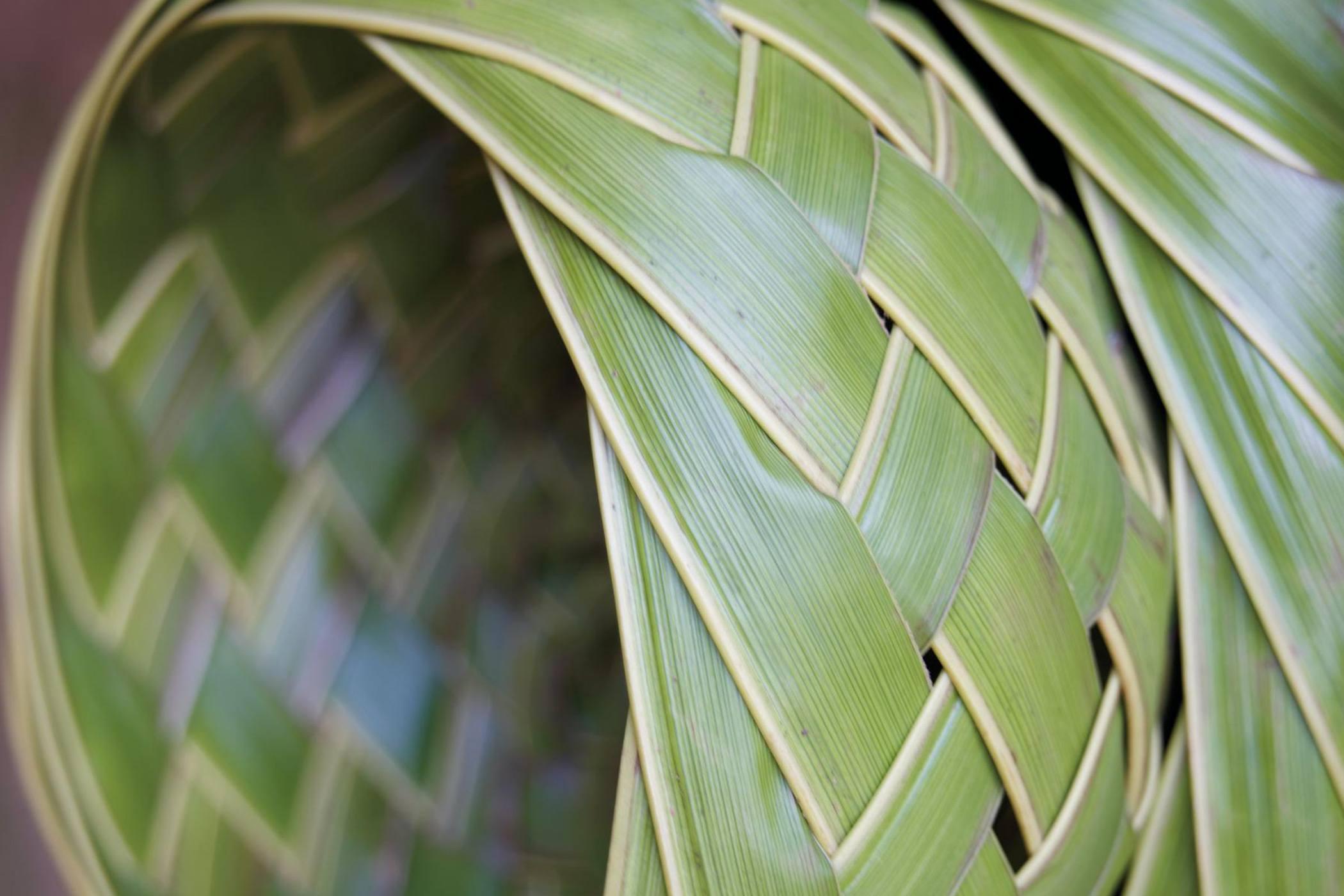 the-royal-hawaiian-resort-honolulu-weaving
