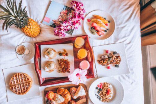breakfast in bed setting