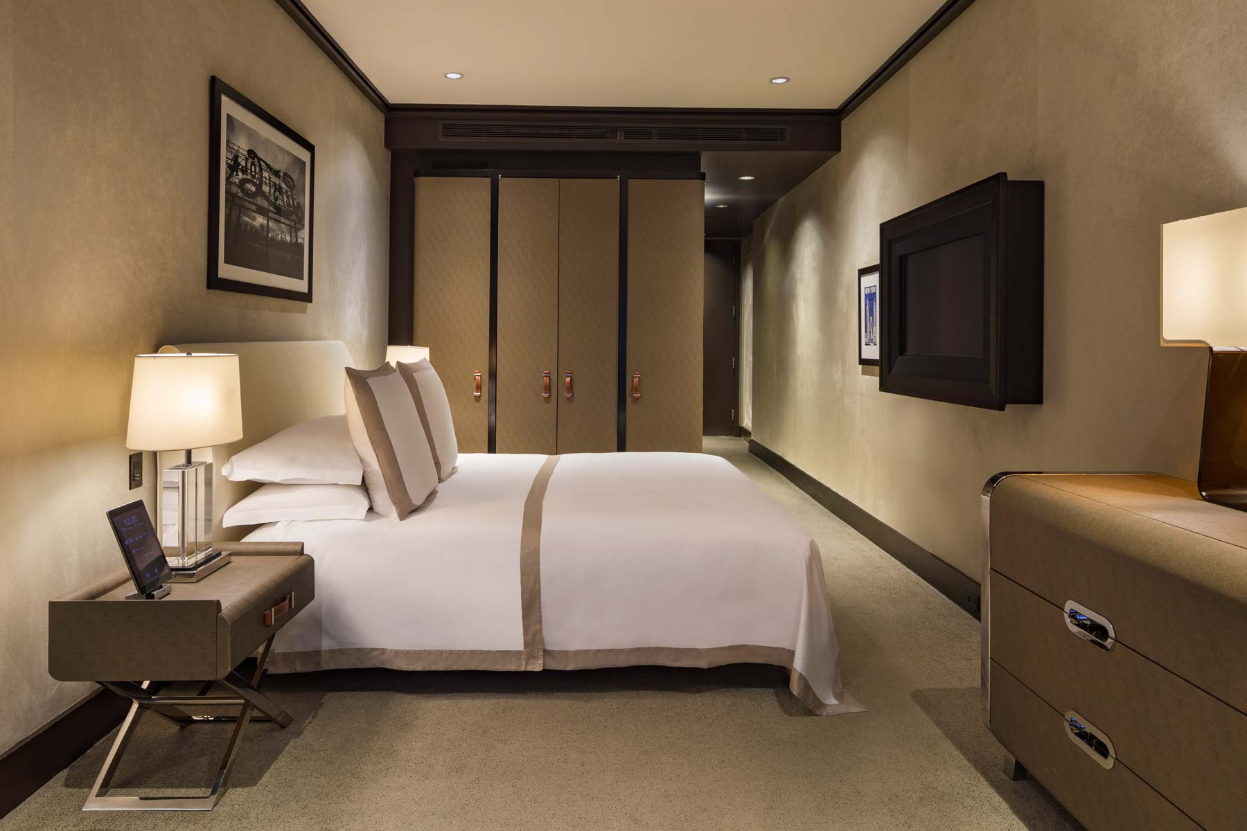 The-Chatwal-Luxury-Collection-Hotel-New-York-Deluxe-King-Room-02