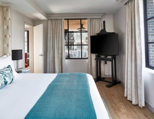 Settle in for a good night's rest after your eventful day in Chattanooga inspired by a plush king bed, a cozy duvet and soft pillows in our Riverfront King Suite.