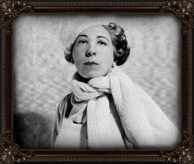 greyscale photo of Edna Ferber