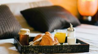 The-Royal-Palm-Miami-Resort-In-Room-Dining-2