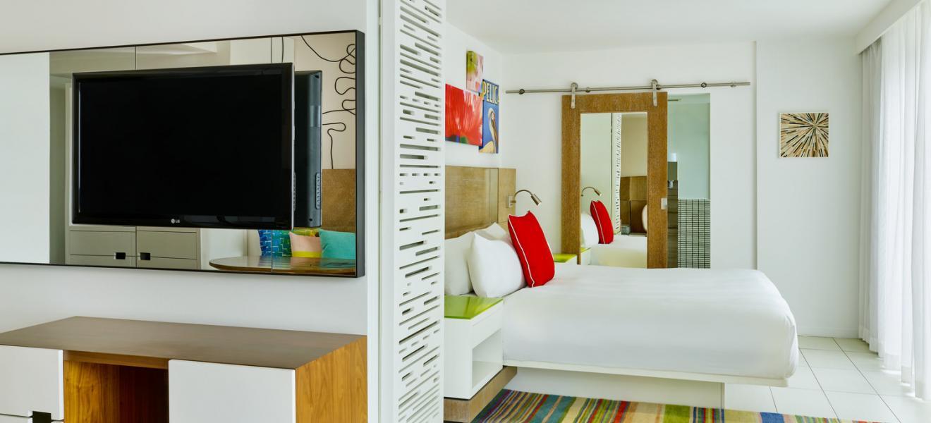 trp4273gr-207204-Studio Suite King guest room