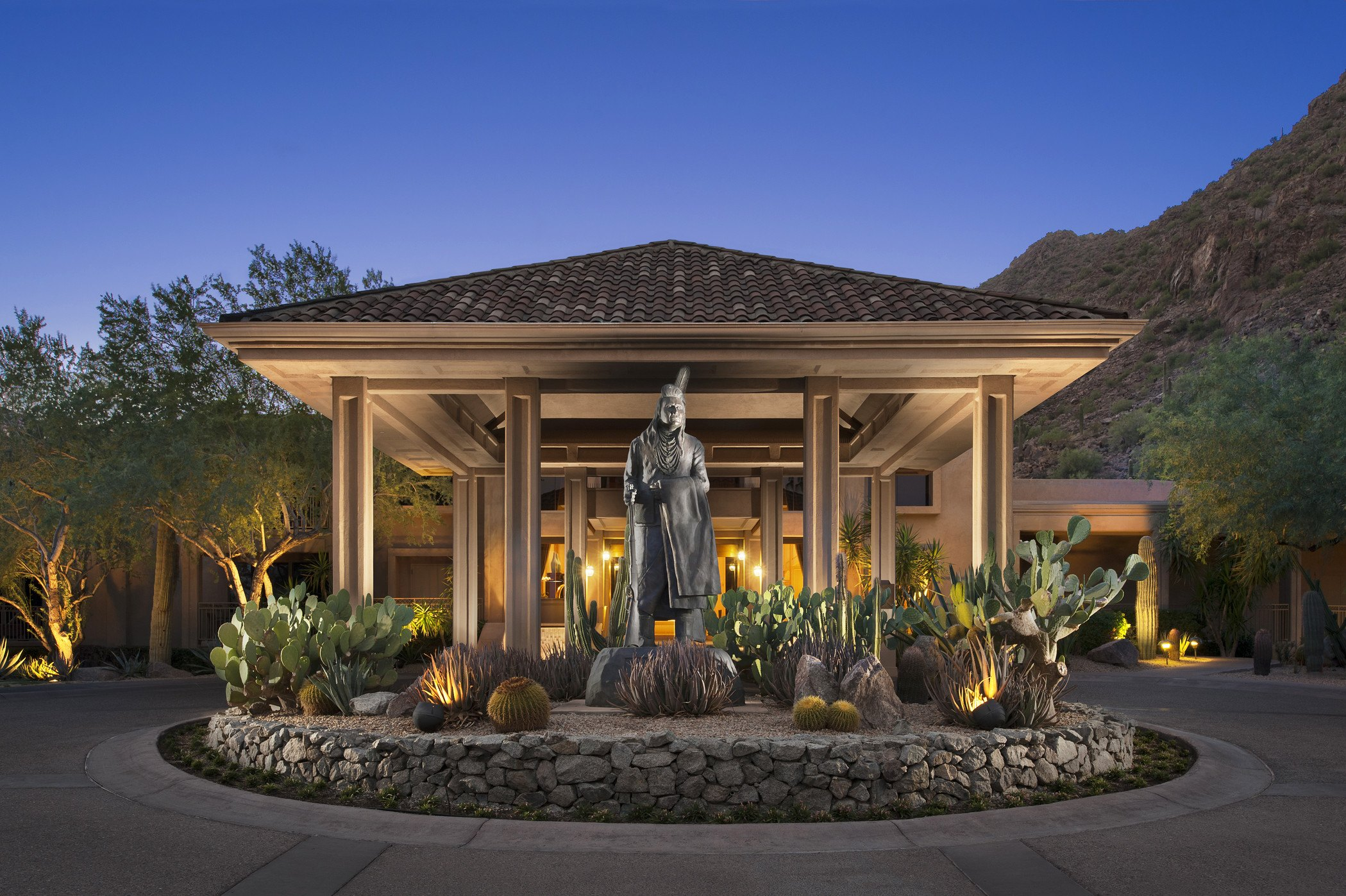 nighttime view of canyon suites luxury hotel porte cochere with grey statue
